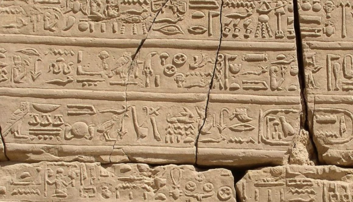 Hieroglyphs_at_Karnak